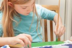 Meisje het schilderen Stock Foto