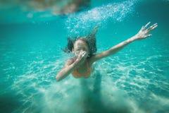 Meisje het snorkelen stock afbeelding