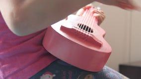 Meisje het Spelen met Toy Guitar stock footage