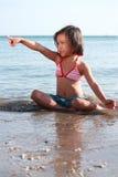 Meisje in het strand stock foto