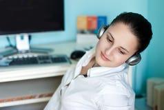 Meisje in hoofdtelefoons Royalty-vrije Stock Fotografie