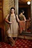Meisje in Indische nationale kleren Stock Afbeelding