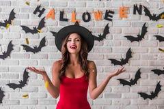 Meisje klaar voor Halloween-partij Royalty-vrije Stock Foto's