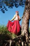 Meisje in kleding van XIII eeuw Royalty-vrije Stock Foto's