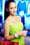 Meisje in kledingsafdeling Royalty-vrije Stock Fotografie