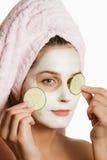 Meisje in kosmetisch masker Stock Foto