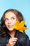 Meisje in leerjasje Stock Afbeelding