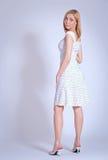 Meisje in licht sundress Royalty-vrije Stock Afbeeldingen