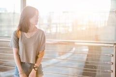 Meisje in luchthaven Stock Afbeelding