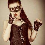 meisje in maskerademasker Stock Afbeelding