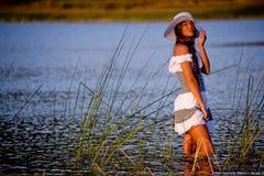 Meisje in meer Stock Fotografie