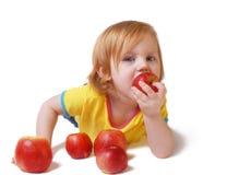 Meisje met appel dat op wit wordt geïsoleerd Stock Foto's