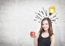 Meisje met appel, uitroeptekens en bol Royalty-vrije Stock Afbeeldingen