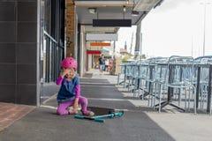 Meisje met autopeddaling 03 royalty-vrije stock fotografie