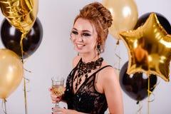 Meisje met ballons in de studio Royalty-vrije Stock Fotografie