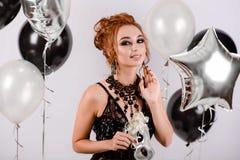 Meisje met ballons in de studio Royalty-vrije Stock Foto
