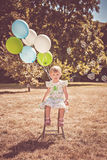 Meisje met ballons en bellen stock foto's