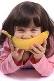 Meisje met banaanglimlach Stock Afbeeldingen