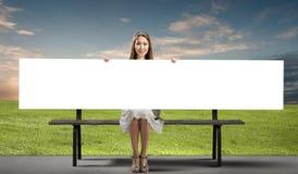 Meisje met banner royalty-vrije stock afbeeldingen