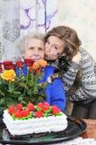 Meisje met bejaarde Royalty-vrije Stock Foto