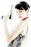 Meisje met benadrukt kanon en rode lippen Stock Afbeelding