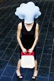Meisje met blauwe wolk op haar hoofd Stock Foto's