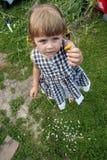 Meisje met bloem Stock Foto's