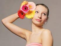 Meisje met bloemen Royalty-vrije Stock Fotografie