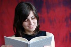 Meisje met boek Stock Afbeeldingen