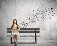 Meisje met boek Stock Fotografie