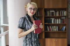 Meisje met boek Stock Foto's