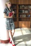 Meisje met boek Stock Afbeelding