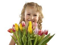Meisje met bos van tulpen Stock Foto's