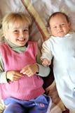 Meisje met broer Royalty-vrije Stock Foto