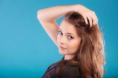 Meisje met bruin lang gezond los haar Royalty-vrije Stock Foto