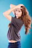 Meisje met bruin lang gezond los haar Royalty-vrije Stock Fotografie