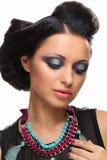 Meisje met buitensporige kapsel en make-up stock afbeeldingen
