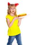 Meisje met cake. Geïsoleerd op witte achtergrond Stock Foto's