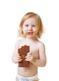 Meisje met chocolade dat op wit wordt geïsoleerd Stock Foto