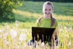 Meisje met computer   royalty-vrije stock foto