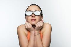 Meisje met 3D glazen Stock Afbeeldingen