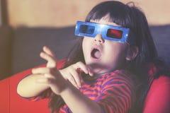 Meisje met 3D glazen Royalty-vrije Stock Foto's