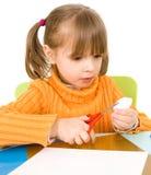 Meisje met document en schaar stock afbeeldingen