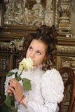 Meisje met een boeket van bloemen Stock Foto