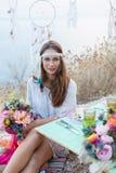Meisje met een bohostijl van het huwelijksboeket Royalty-vrije Stock Afbeelding
