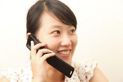 Meisje met een cellphone Stock Foto