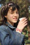 Meisje met een drank stock foto