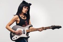 Meisje met een elektrische gitaar Royalty-vrije Stock Afbeelding