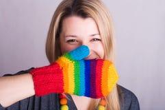 Meisje met een handschoen stock afbeelding