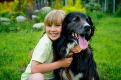Meisje met een hond royalty-vrije stock foto